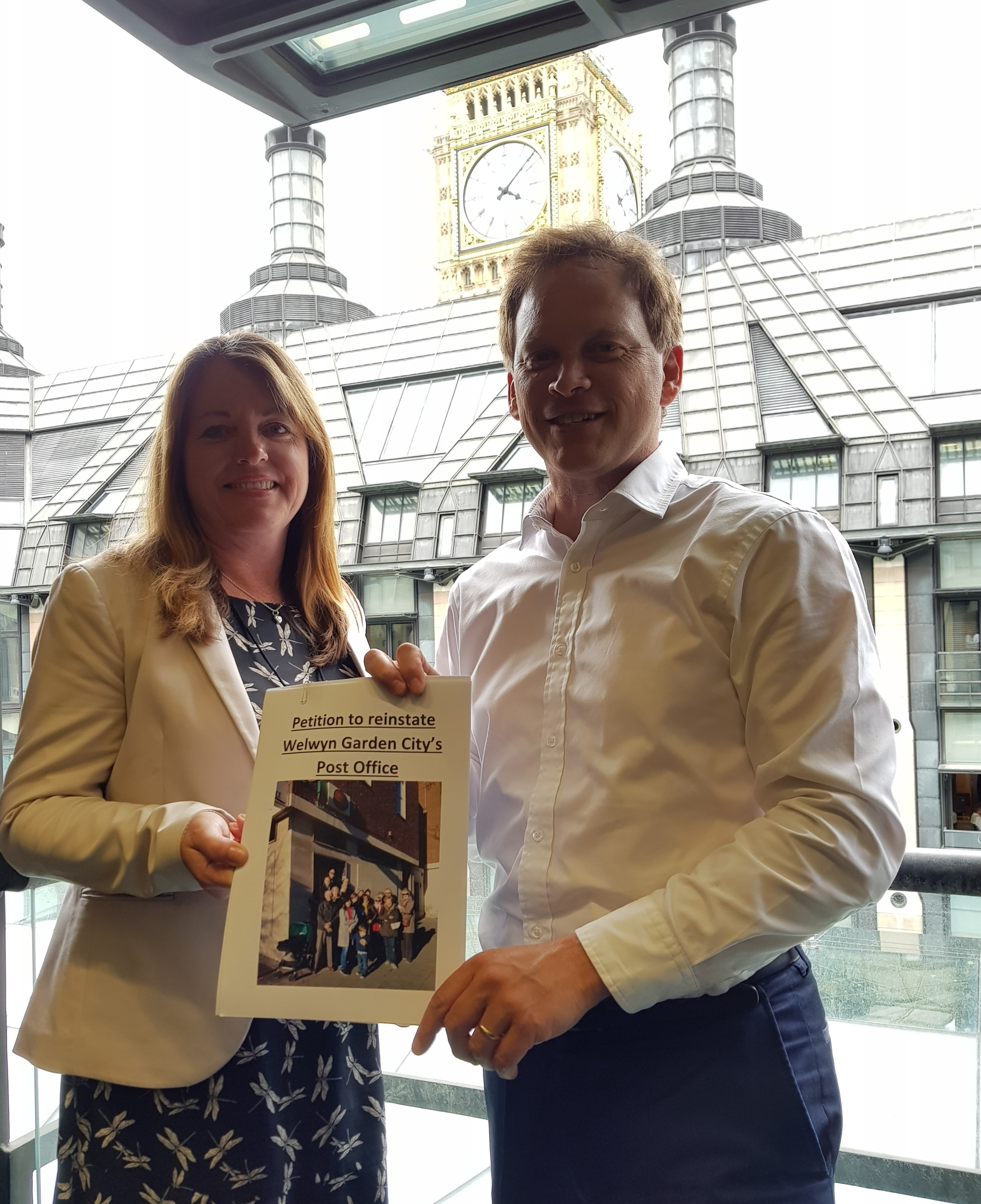 Shapps Hands Petition To Post Office The Rt Hon Grant