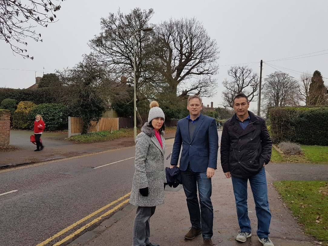 Shapps meets with Handside residents to discuss problems caused by parking restrictions
