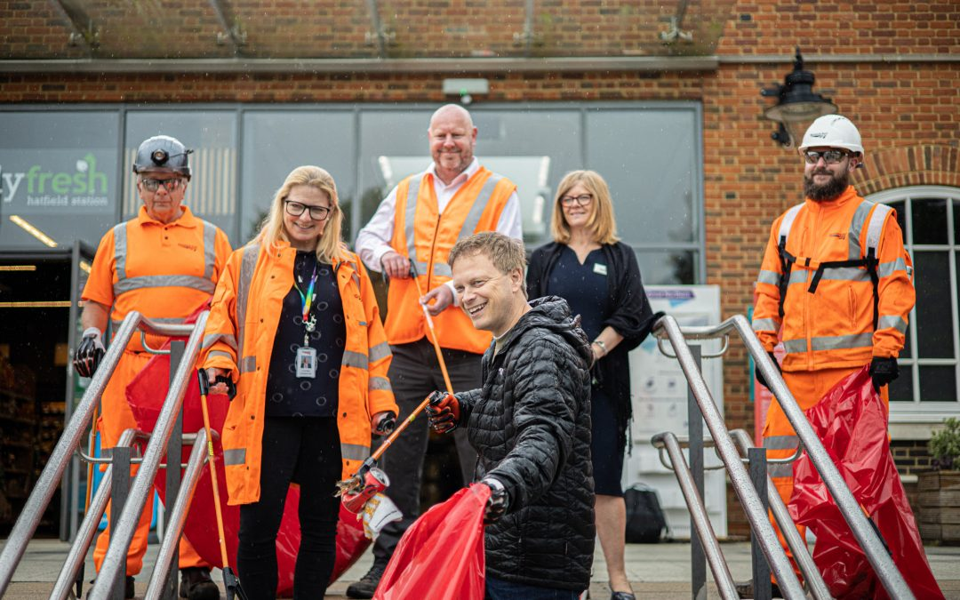 Local MP joins 'Great British Spring Clean' at Hatfield Station